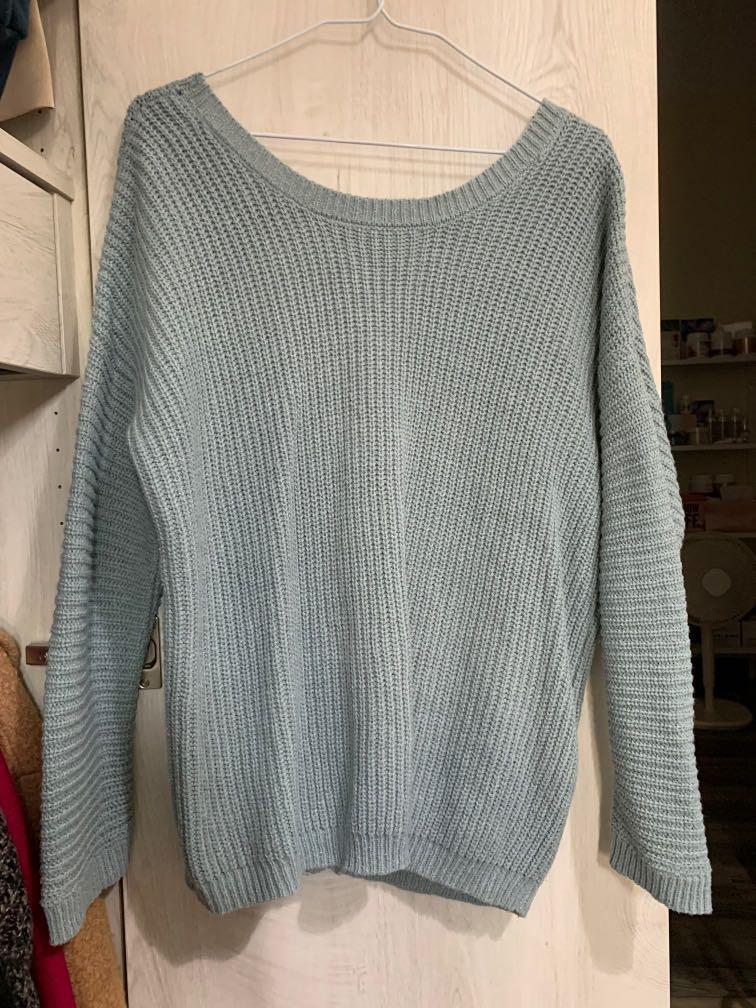 淡藍色粗針織毛衣