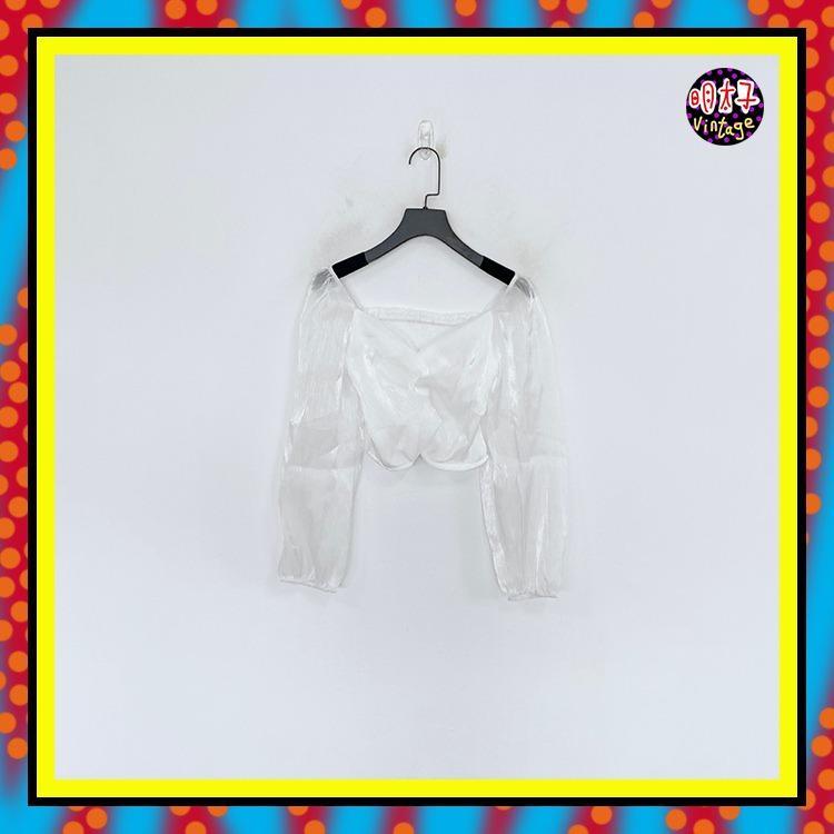 二手 白色 珠光閃亮 抓奶皺 背鬆緊 露肩 半透長袖 中短版 上衣 C1118 【明太子 古著應召站】