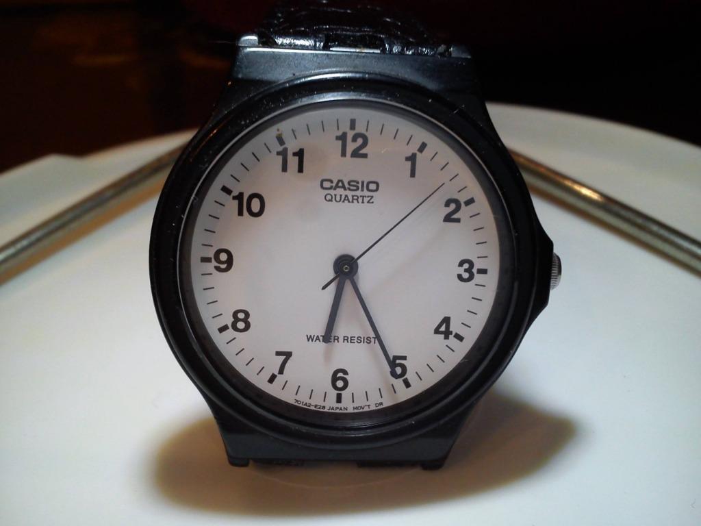 Casio 簡約時尚錶 白面盤黑時標 功能正常