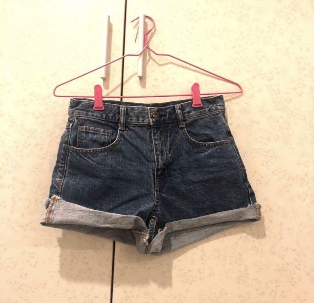 GU淺藍牛仔短褲近全新