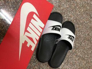 Nike Benassi Jdi 拖鞋