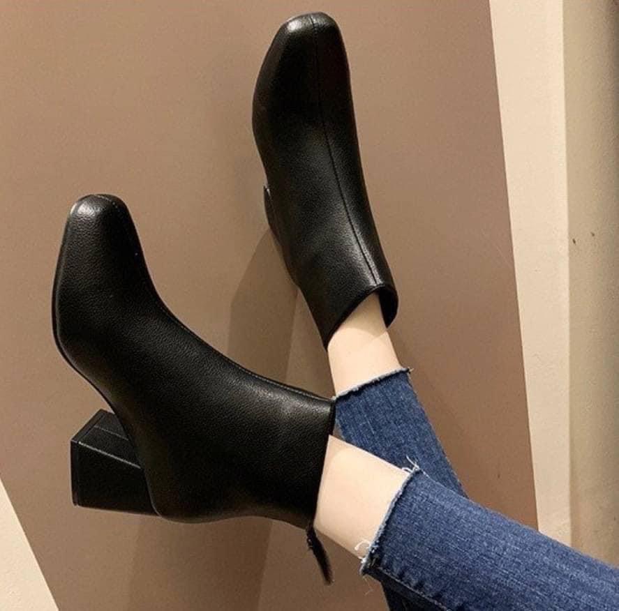 #韓版鞋子 👢韓妞必備!純色系圓頭後拉鍊粗跟百搭短靴👢