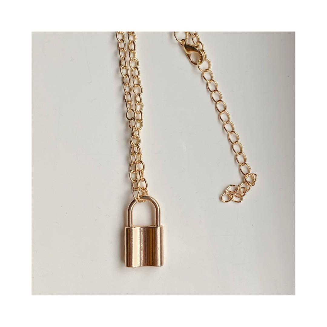 Brand new lock necklace in gold