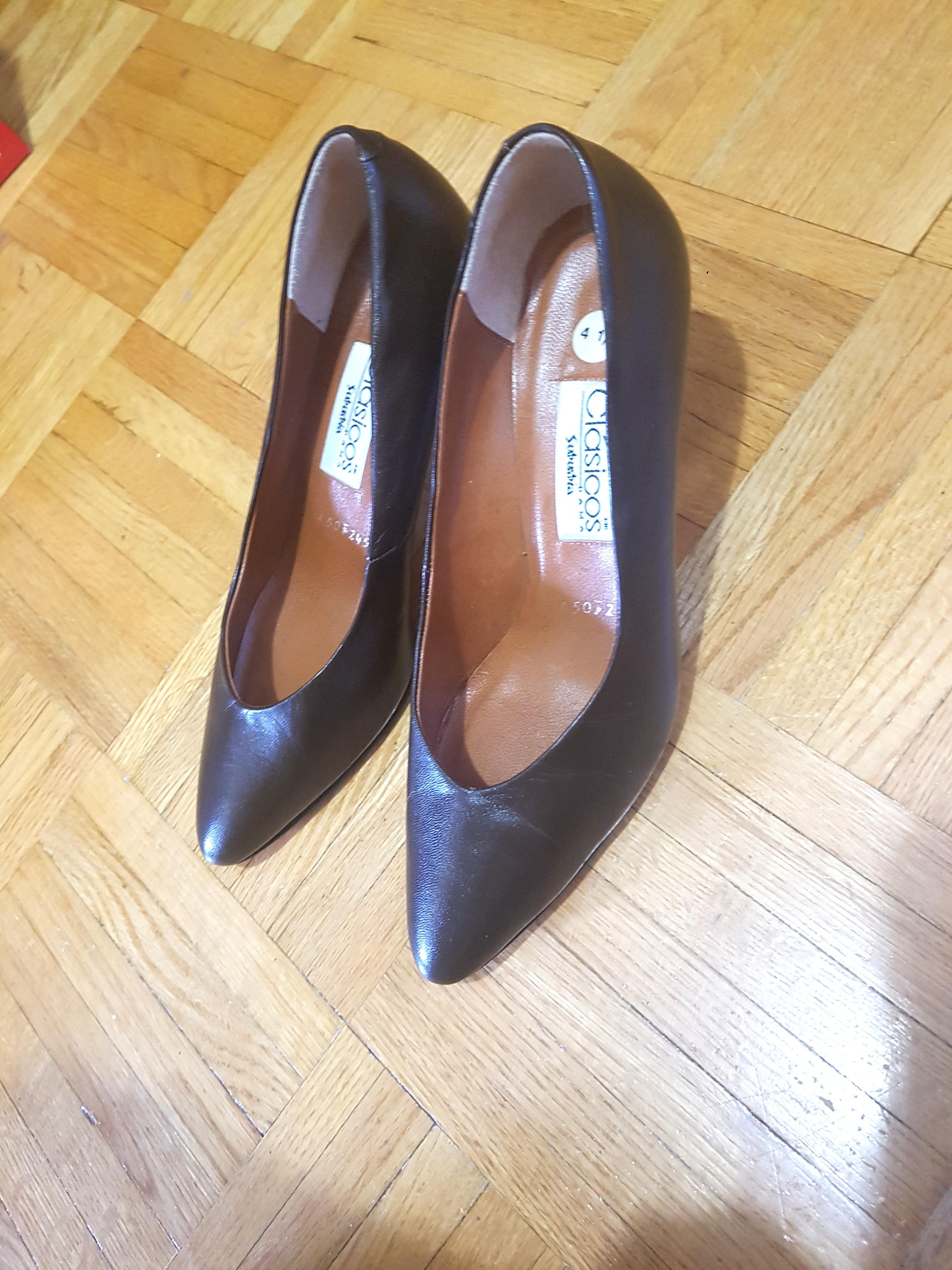 Leather pumps / heels