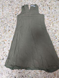THE EDITOR'S MARKET Olive green dress with pockets (SIZE L)
