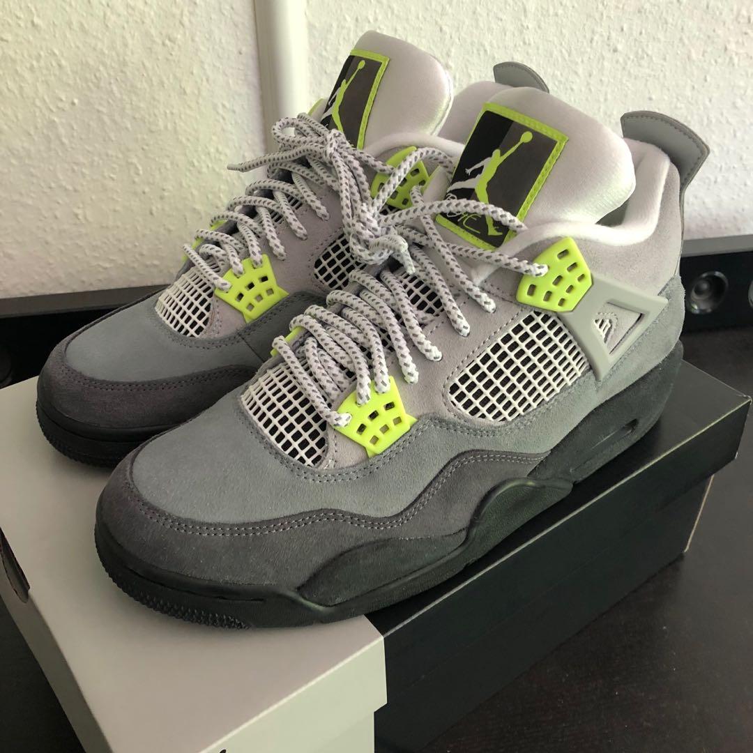 Jordan retro 4 size 9.5