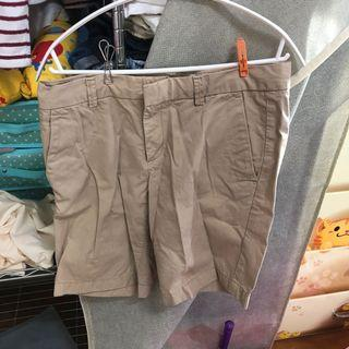 Uniqlo 卡其短褲