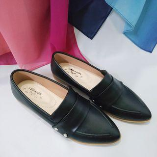Flatshoes Hitam Adorable Project