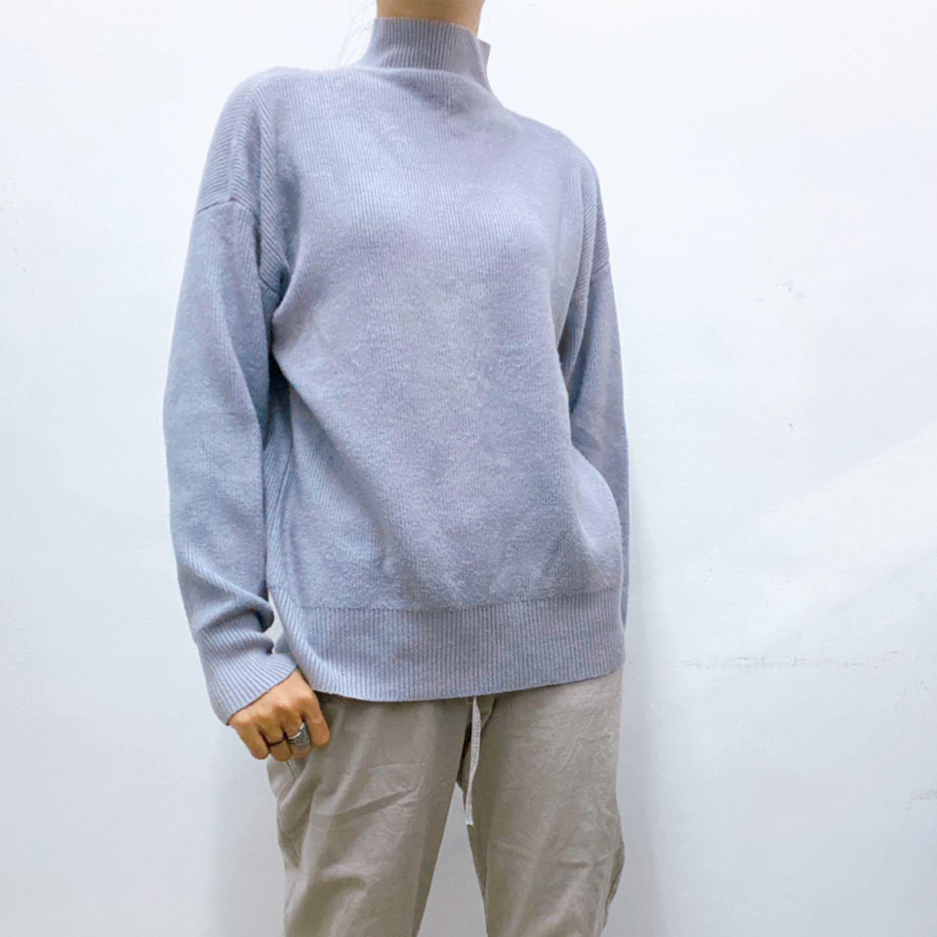 淺藍紫套頭毛衣