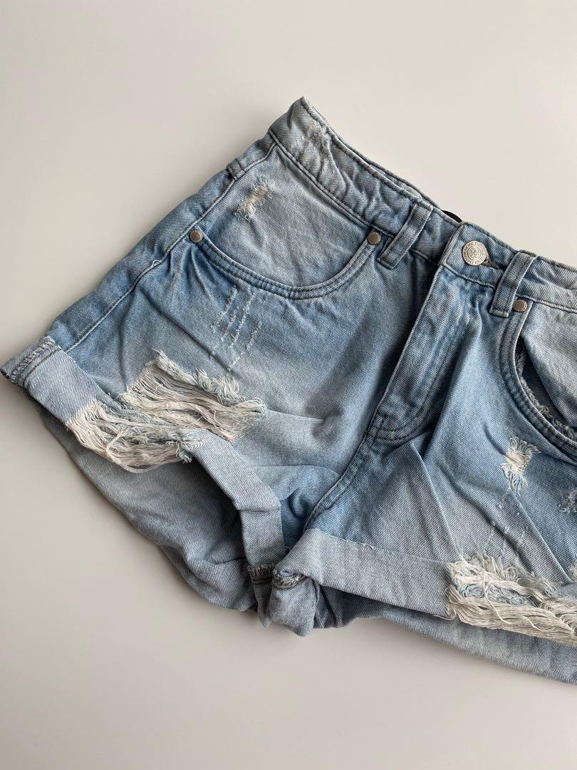 Denim short size 8