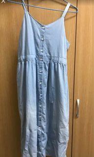 水藍色背心長裙