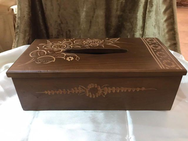 Ukiran kayu tissue box