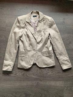 Vero Moda Size 36 beige blazer (size small)