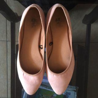 HnM Suede Baby Pink Flatshoes