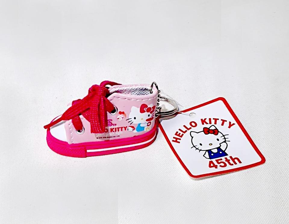 【全新正版授權】HELLO KITTY 45周年 鞋型吊飾 布鞋掛飾 帆布鞋鑰匙圈 高筒鞋 三麗鷗