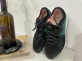 請專屬買家下標,Adidas專櫃正品 女 球鞋訓練鞋運動鞋跑步鞋 可作室內運動鞋