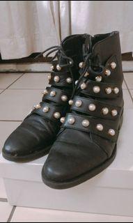 Zara 珍珠皮革短靴