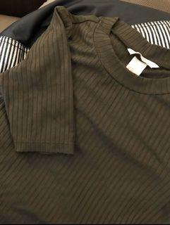 H&M 深墨綠色短袖上衣XS
