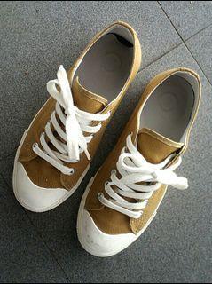 Muji Canvas Shoes (size 36-37 / 4.5-5)