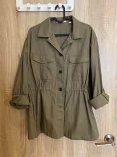 Uniqlo軍綠色抽繩襯衫外套