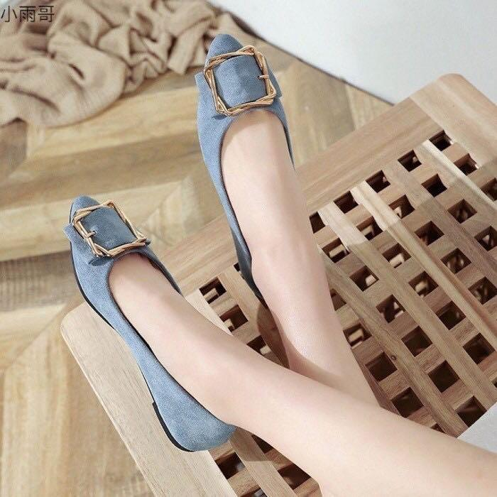 Flat shoes square buckle