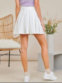 White flowy skirt