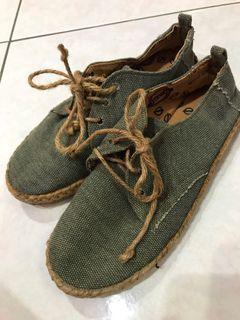 9.9成新 帆布休閒鞋
