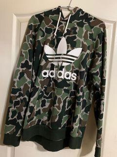 Adidas 軍綠帽T