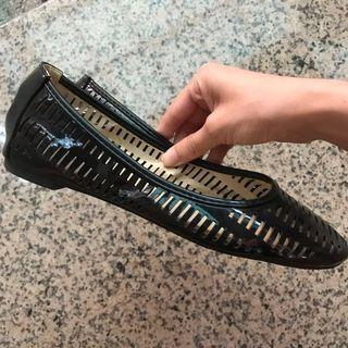 ZALORA女鞋品牌VELVET鏤空亮面漆皮平底鞋