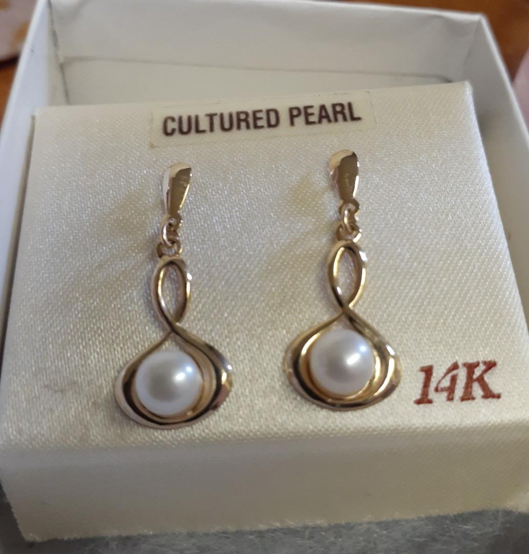 14k Yellowgold Cultured Pearl Stud Earring for Adult or teenage.