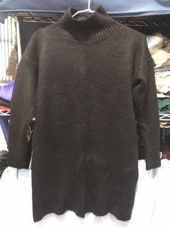 全新未穿 有磅數的毛衣 質感很好 送後面背心開叉毛衣