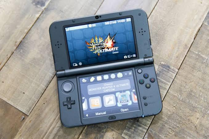 Nintendo 3DS XL Gaming Console 32GB Full Games