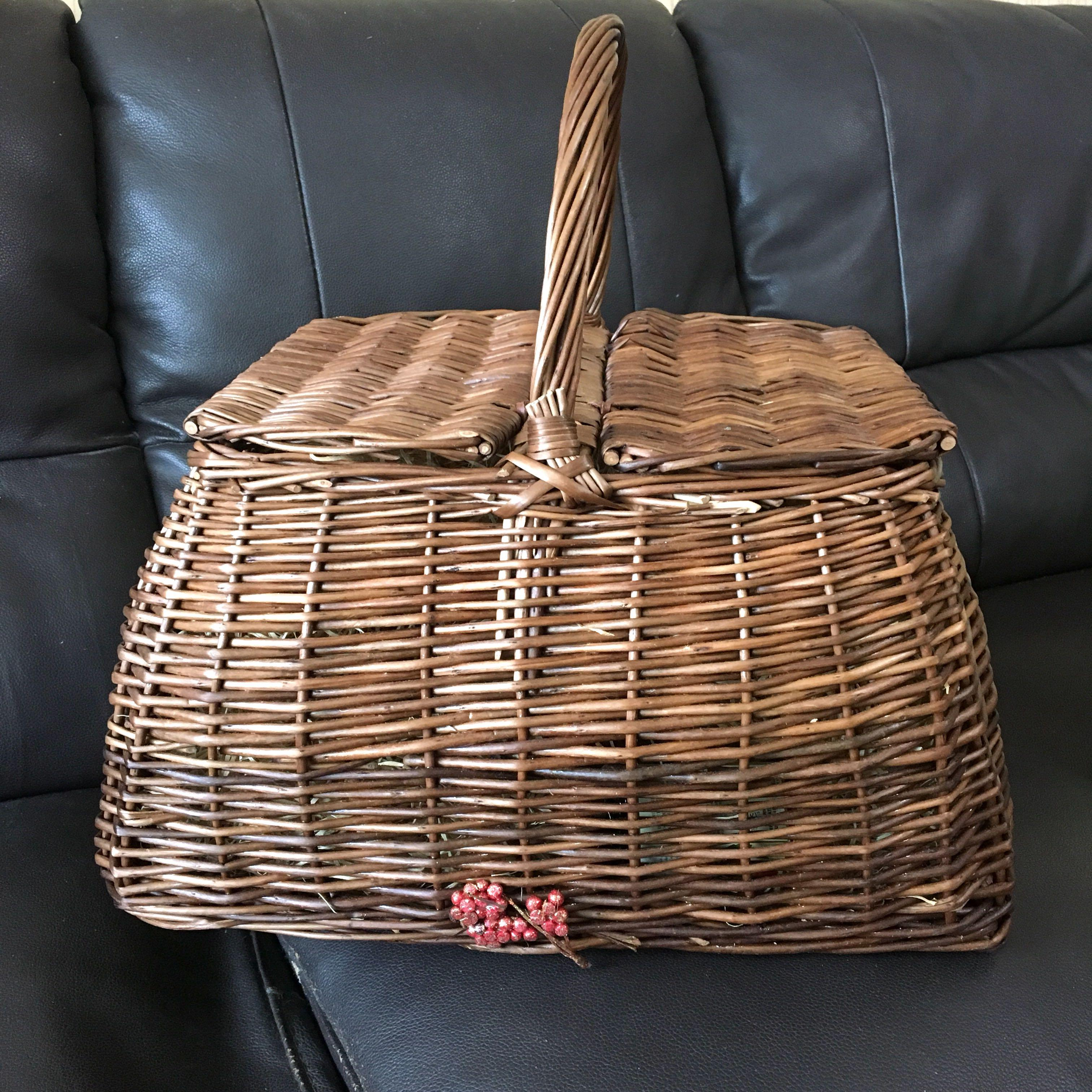 Christmas Picnic Basket Great For Gifts Or Floral Arrangement Gardening Flowers Bouquets On Carousell