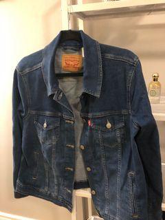Medium Levi's denim jacket