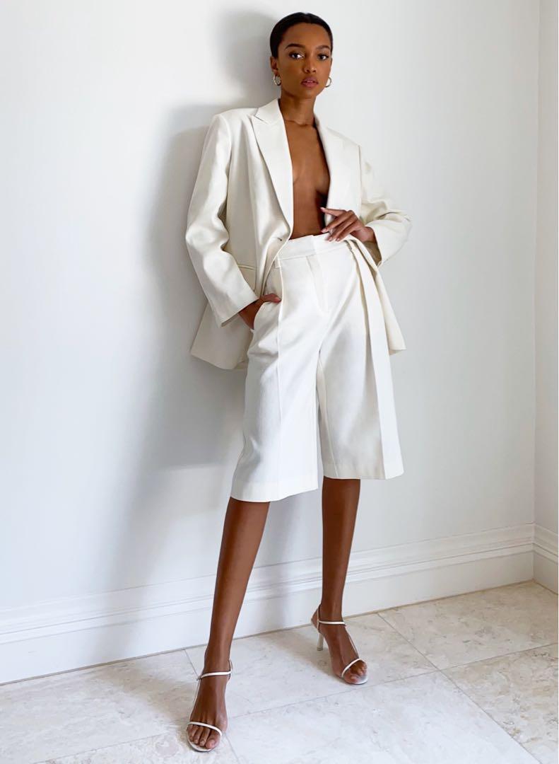 BNWT Aritzia babaton modern culottes / shorts