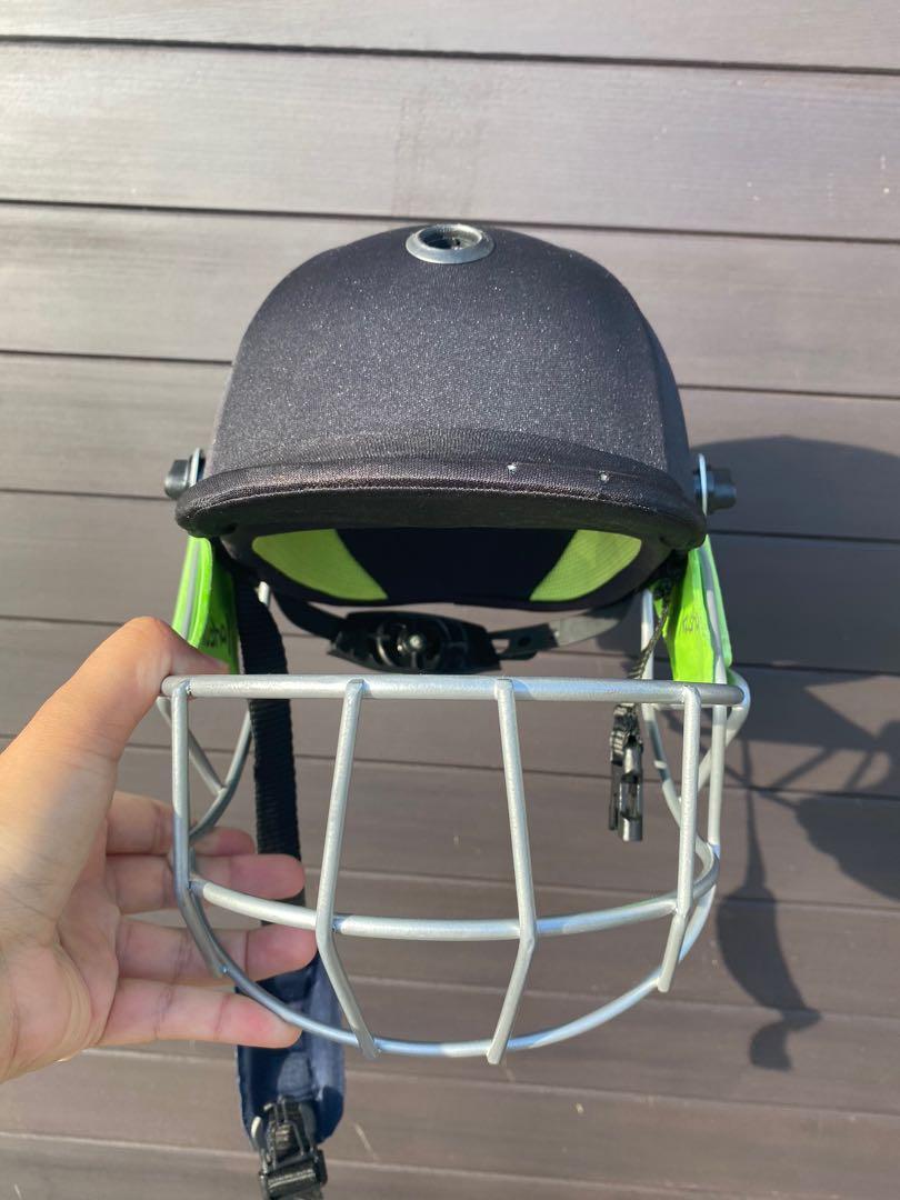 Kookaburra cricket helmet - size XS