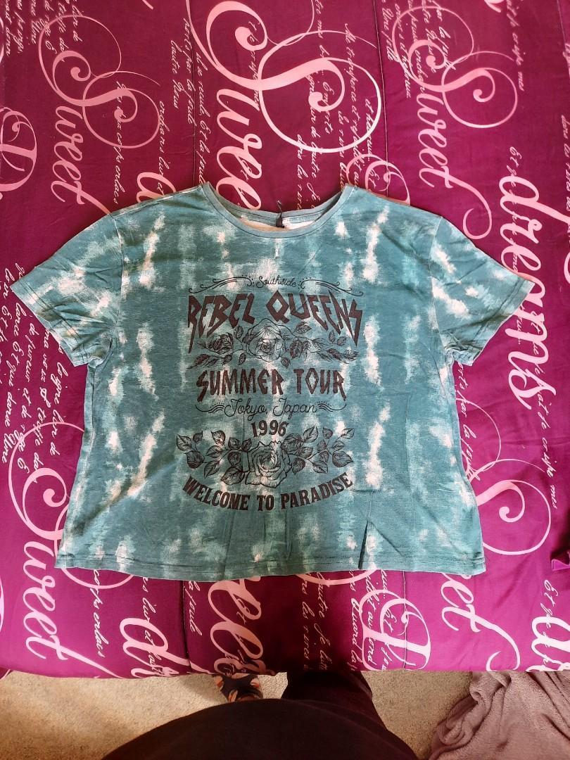 Tshirts and tops