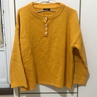 薑黃色鈕扣寬袖毛衣