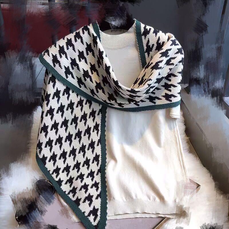 New triangular scarf
