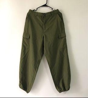 UNIQLO 軍綠工裝縮口褲