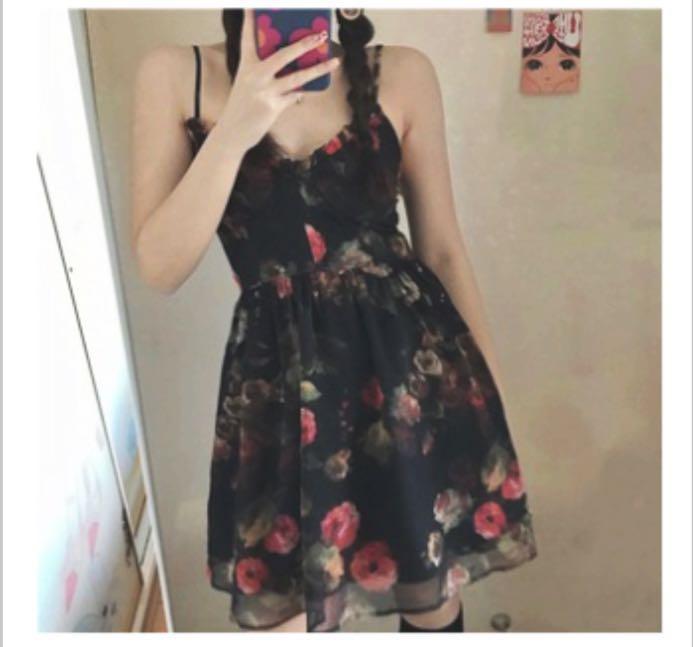 復古花朵細肩帶吊帶裙