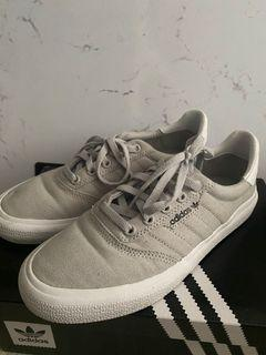 Adidas  3MC youth 5 women's 6.5/7