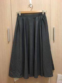 深灰色及膝圓裙
