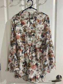 Boohoo- Open back, floral playsuit