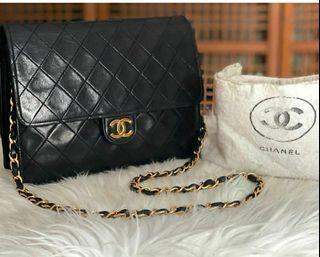 CHANEL Classic flapbags lambskin GHW vintage with DB, size 22 x 17,5cm