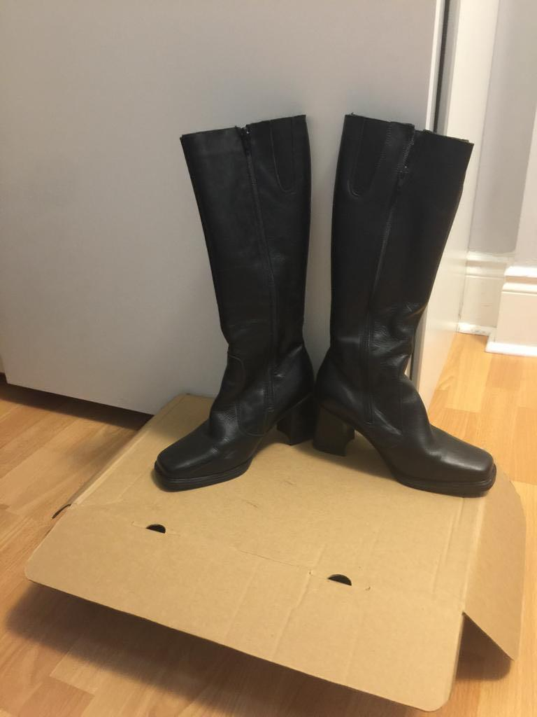 GUC Ladies boots - size 8.5