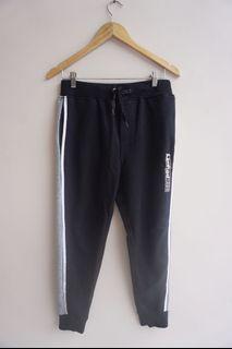 Limited 1996 celana training hitam