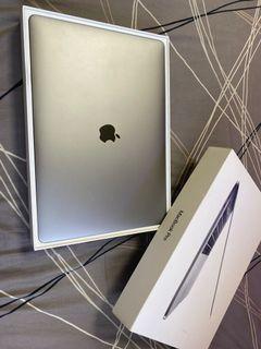 Macbook pro A1707  2017 15吋 touchbar版  i7 16G RAM 256G SSD  Radeon 555 2G獨顯 2018年製造