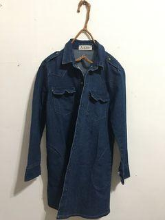 9成新 正韓挺版深藍牛仔襯衫(兩側有口袋、附綁帶) 原價$600 售$300 #我媽的