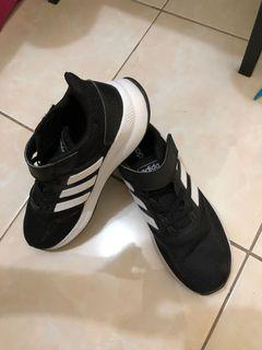 Authentic Adidas for kids from Canada (US 3 or 21cm)
